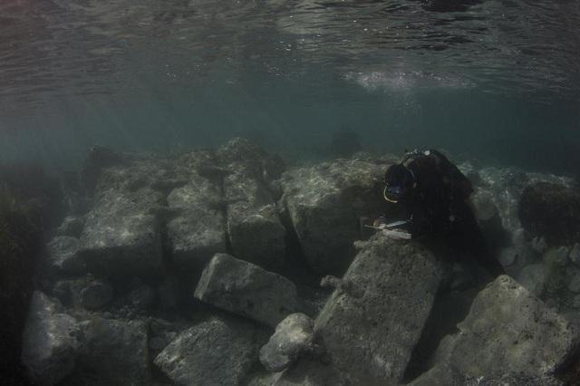 Υποβρύχια αρχαιολογική έρευνα στο αρχαίο λιμάνι του Λεχαίου