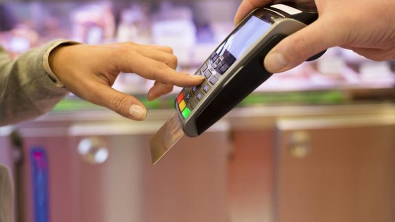 Ποιοι απαλλάσσονται από τις υποχρεωτικές δαπάνες με κάρτα