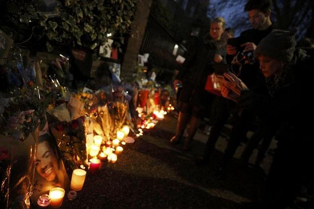 Λουλούδια, κεριά και μηνύματα λατρείας για τον Τζορτζ Μάικλ