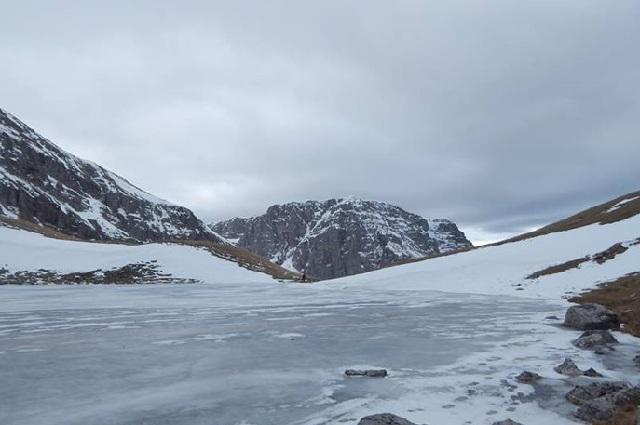 Ζαγοροχώρια: Μαγευτικές εικόνες από την παγωμένη Δρακόλιμνη