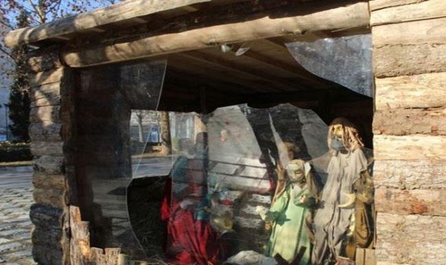 Βανδαλισμοί στη φάτνη της κεντρικής πλατείας Λάρισας