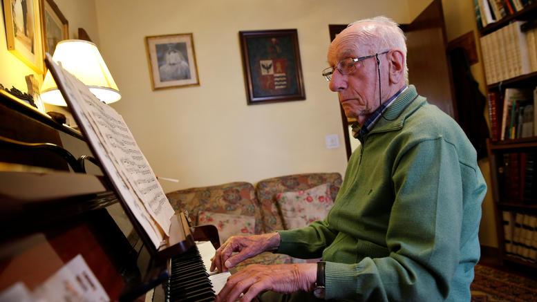 Πιάνο, ρετσίνι,γκασπάτσο...σπίτι: Τα μυστικά της μακροζωίας