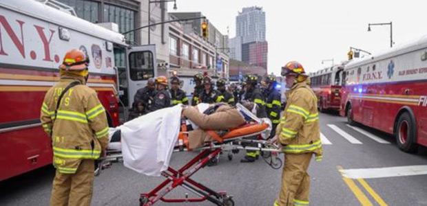 Δεκάδες τραυματίες από εκτροχιασμό τρένου στο Μπρούκλιν