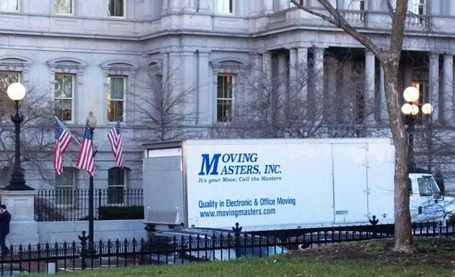 Ξεκίνησε η μετακόμιση του ζεύγους Ομπάμα από τον Λευκό Οίκο
