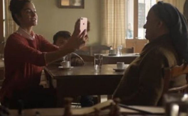 Ενα ελληνικό χωριό «πρωταγωνιστεί» στη νέα διαφήμιση της Apple [video]