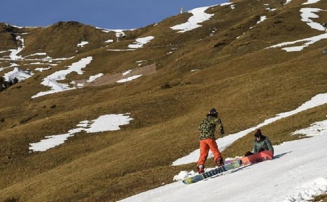 Αφαντο το χιόνι στα χιονοδρομικά της Ελβετίας