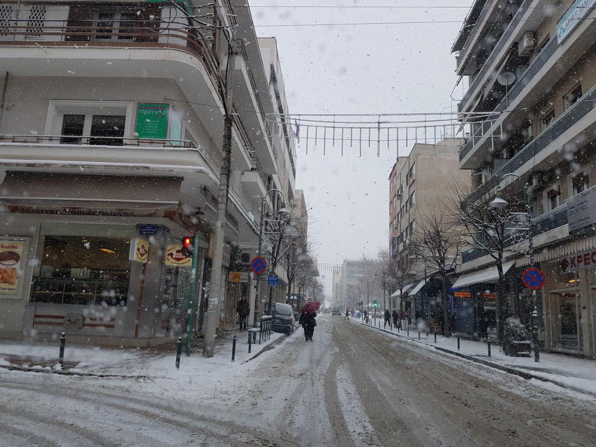 Δείτε live τον χιονιά στη Λάρισα