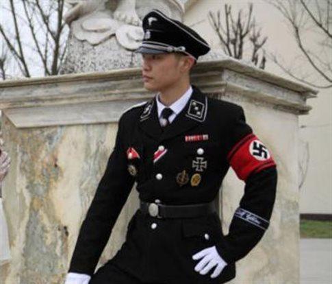 Μια νέα τάση στην Ασία: ναζιστικές στολές, χαιρετισμοί και σβάστικές