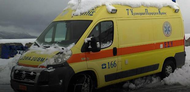 Πληρώματα του ΕΚΑΒ πάλευαν με τον απίστευτο χιονιά