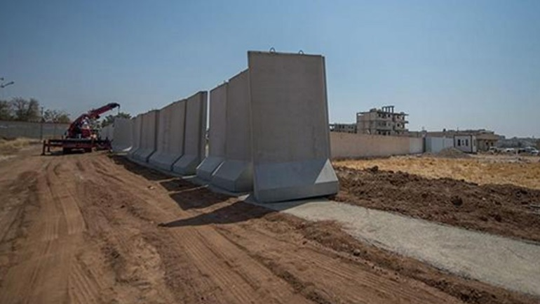 Ξεπερνά τα 330 χιλιόμετρα το «προστατευτικό» τείχος στα τουρκικά σύνορα