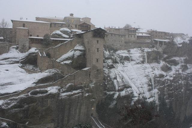 Τα χιονισμένα Μετέωρα [photos+video]