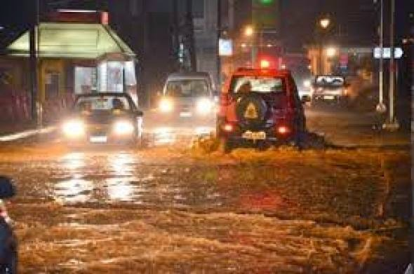 Ερχονται καταιγίδες τη νύχτα. Αγωνία στη Λάρισα για τη στάθμη του Πηνειού