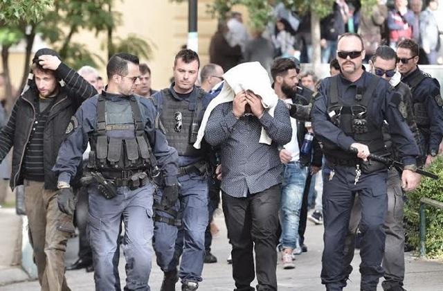 Πέντε συλλήψεις μετά από εφόδους της ΕΛΑΣ σε σπίτια και άνοιγμα θυρίδων