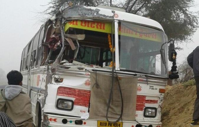Τραγωδία στην Ινδία: Τουλάχιστον 15 μαθητές νεκροί από σύγκρουση σχολικού με φορτηγό