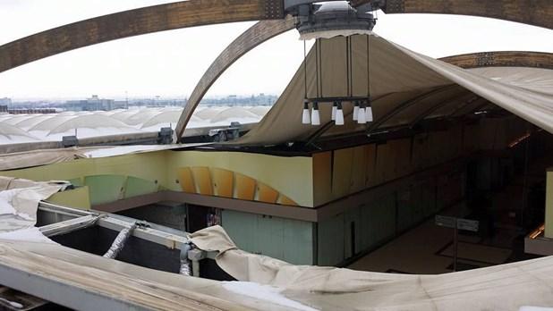 Kατέρρευσε από το χιόνι μέρος της οροφής του Pantheon Plaza