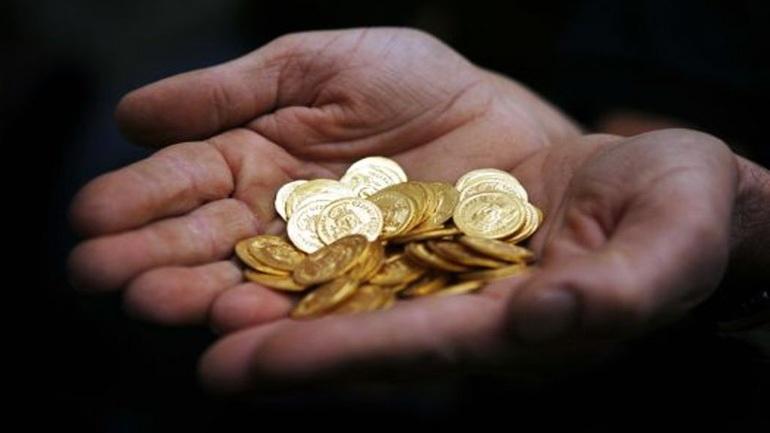 Οι Έλληνες ρευστοποιούν χρυσές λίρες Αγγλίας