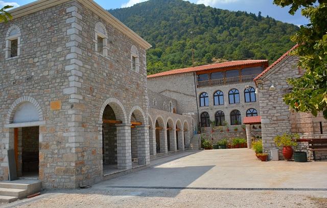 Βελτιώνεται ο δρόμος προς την Μονή Χρυσίνου στην Καλαμπάκα