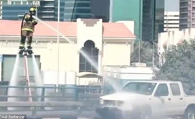 Οι πυροσβέστες στο Ντουμπάι... πετάνε για να σβήνουν έγκαιρα τις φωτιές