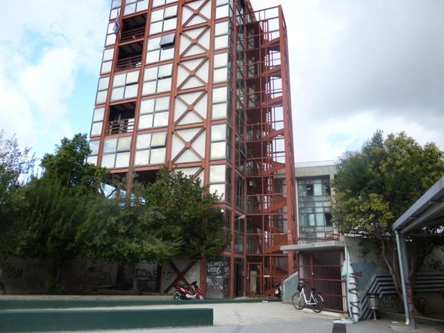 Παγωνιά στον γυάλινο πύργο στο Μουρτζούκου