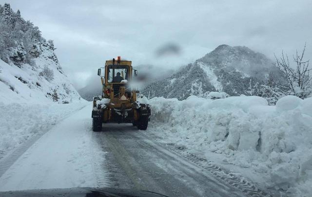 Μάχη με το χιονιά δίνει η Περιφέρεια Θεσσαλίας