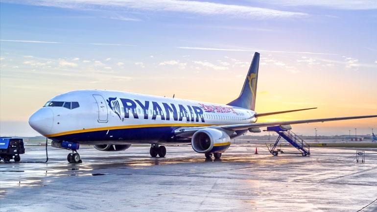 Η Ryanair παγώνει τις προσλήψεις προσωπικού λόγω Brexit