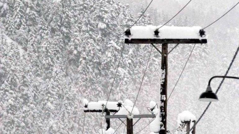 Τα χιόνια φανέρωσαν το πρόβλημα στην υποστελέχωση της ΔΕΗ