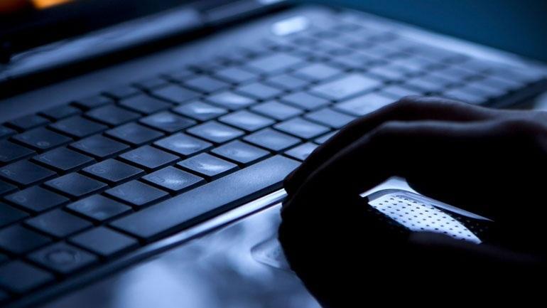 Στη φυλακή ο 29χρονος που υπέκλεψε γυμνές φωτογραφίες και βίντεο 300 διασήμων