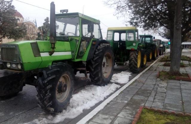 Τα πρώτα τρακτέρ βγήκαν στο δρόμο στη Μαγνησία