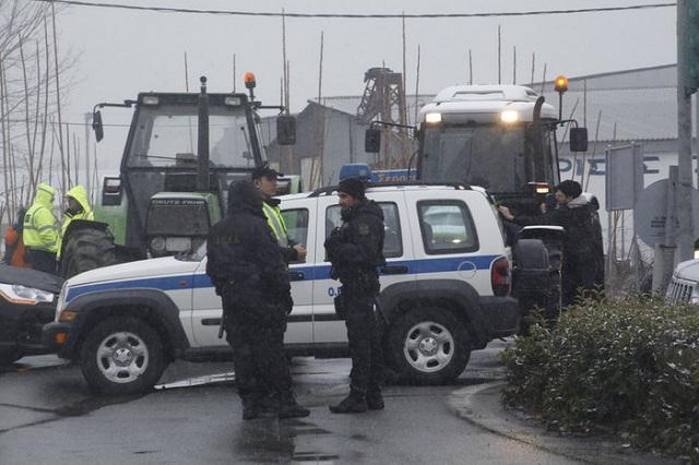 Επεισόδια μεταξύ αγροτών και Αστυνομίας στη Νίκαια