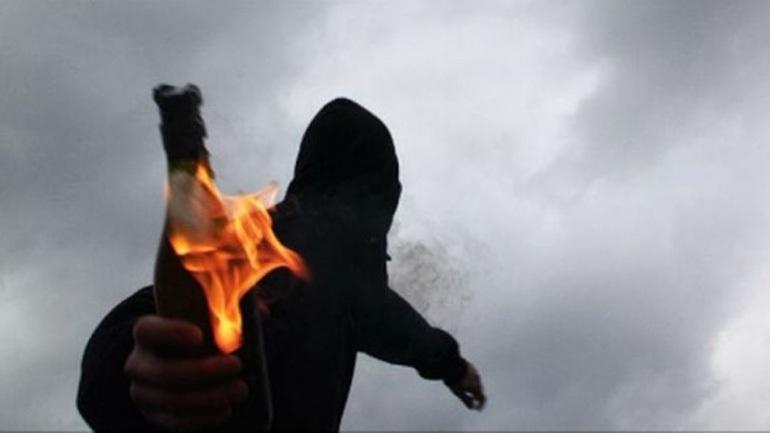 Επίθεση με μολότοφ κατά διμοιρίας ΜΑΤ στη Χ. Τρικούπη