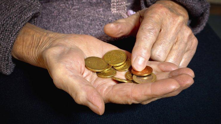 Μισό ΕΚΑΣ από τον Ιανουάριο στους χαμηλοσυνταξιούχους