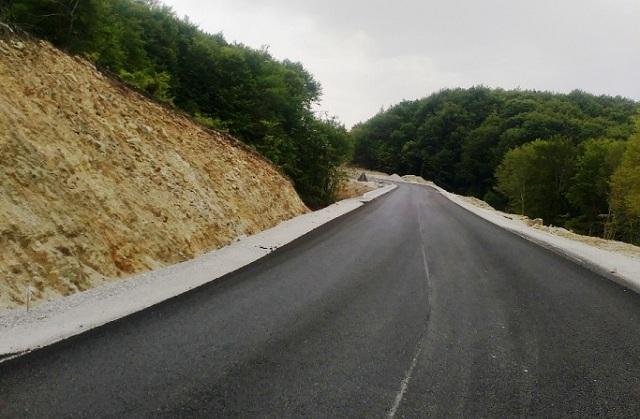 Συντηρείται το οδικό δίκτυο του Νομού Λάρισας