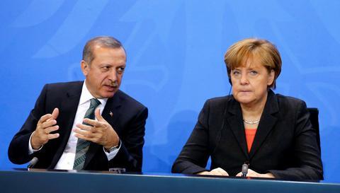Η Αγκυρα απειλεί και τη Γερμανία για τους 40 Τούρκους που ζήτησαν άσυλο