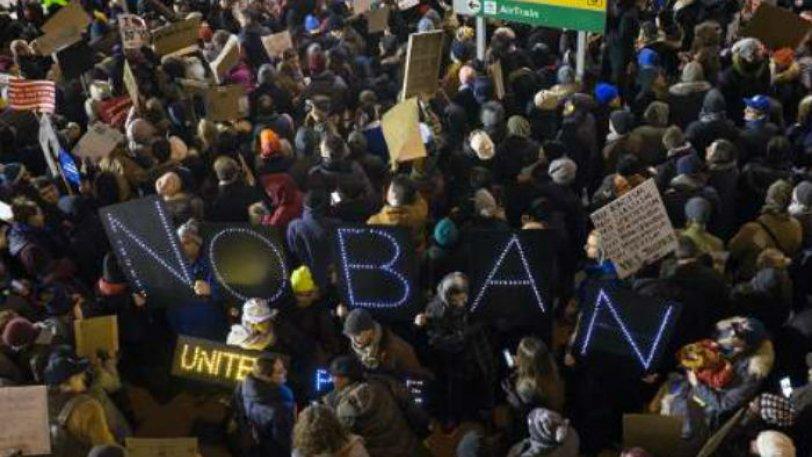 Μπλόκο στο διάταγμα του Τραμπ για τους πρόσφυγες