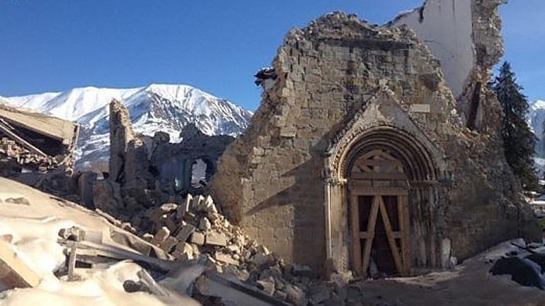 Κατέρρευσε τμήμα της εκκλησίας στο Αματρίτσε έπειτα από νέο σεισμό 3,8R