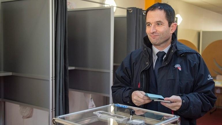 Γαλλία: Στον Μπενουά Αμόν το χρίσμα των Σοσιαλιστών για τις προεδρικές εκλογές