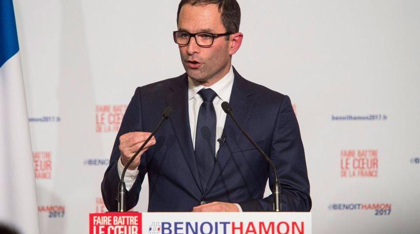 Γαλλία: Δημοσκόπηση ρίχνει τα φτερά του Μπενουά Αμόν. Θα τα βρει μπαστούνια