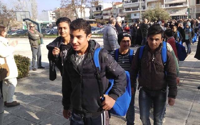Πρώτο κουδούνι για τα προσφυγόπουλα στο δημοτικό Τερψιθέας. Συνεχίζονται οι αντιδράσεις