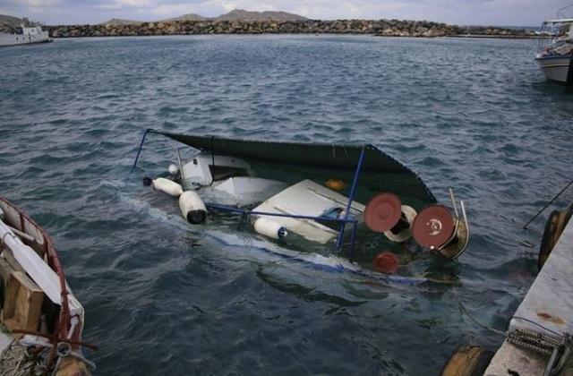 Ημιβυθισμένο αλιευτικό σκάφος κοντά στην Μηλίνα