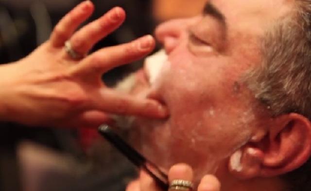 O Σταμάτης Κραουνάκης ξύρισε το μούσι του μετά από 40 χρόνια