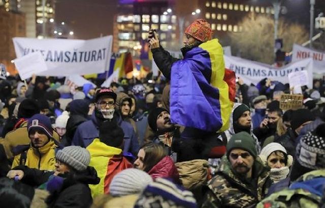 Ρουμανία: Μεγάλες διαδηλώσεις κατά της διαφθοράς