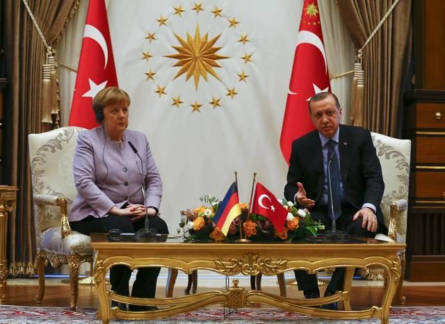 Η Μέρκελ ...έβαλε χέρι στον Ερντογάν για τα τουρκικά ΜΜΕ