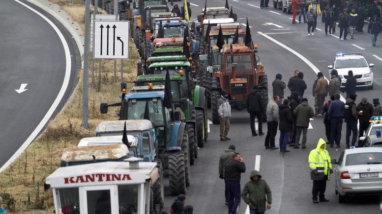 Επ' αόριστον αποκλεισμός του κόμβου Πλατυκάμπου από τους αγρότες
