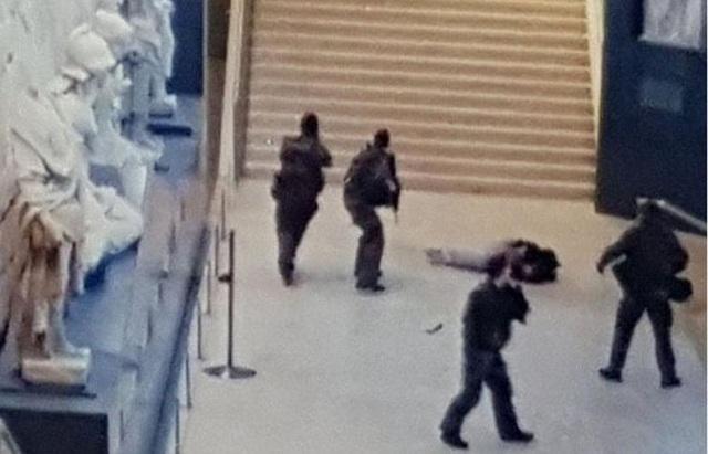 Η πρώτη φωτογραφία του δράστη της επίθεσης στο Λούβρο [photos]