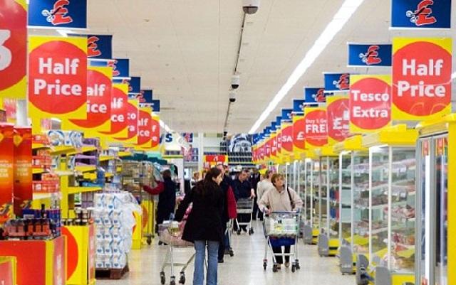 Μάχη για μαρούλια και μπρόκολα στα βρετανικά σουπερμάρκετ