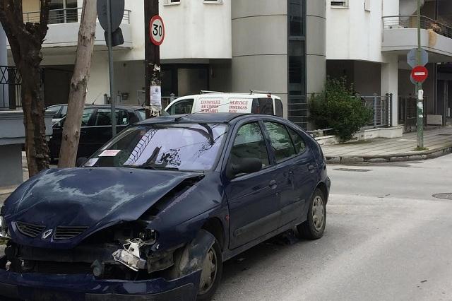 Εκποιούνται εγκαταλελειμμένα αυτοκίνητα στο Βόλο