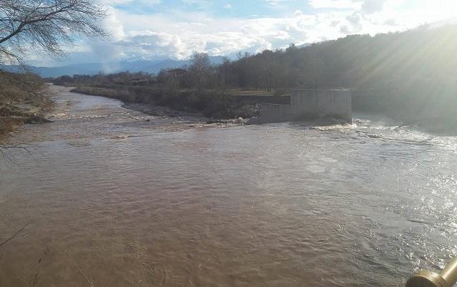 Φουσκώνει ο Πηνειός ποταμός στα Τρίκαλα