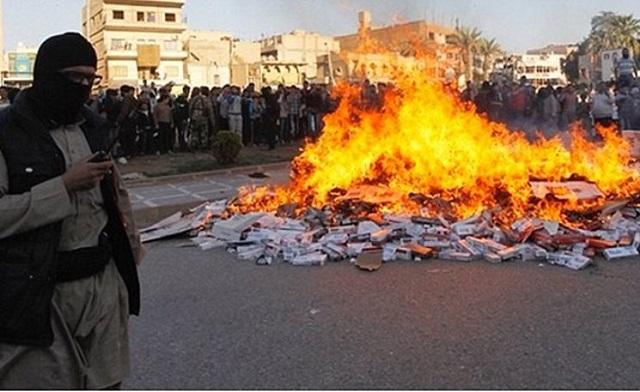 Τζιχαντιστές σταύρωσαν δύο άνδρες επειδή έφεραν τσιγάρα στη Μοσούλη