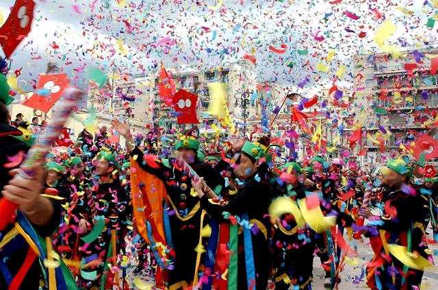 Αποκριάτικες εκδηλώσεις σε όλη την Ελλάδα. Πού θα απολαύσετε τα καλύτερα καρναβάλια