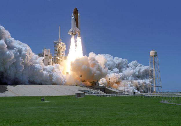 Η Ινδία εκτόξευσε ταυτόχρονα 104 δορυφόρους στο διάστημα